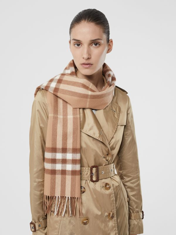 The Classic Check Cashmere Scarf in Mid Camel | Burberry Hong Kong S.A.R - cell image 2
