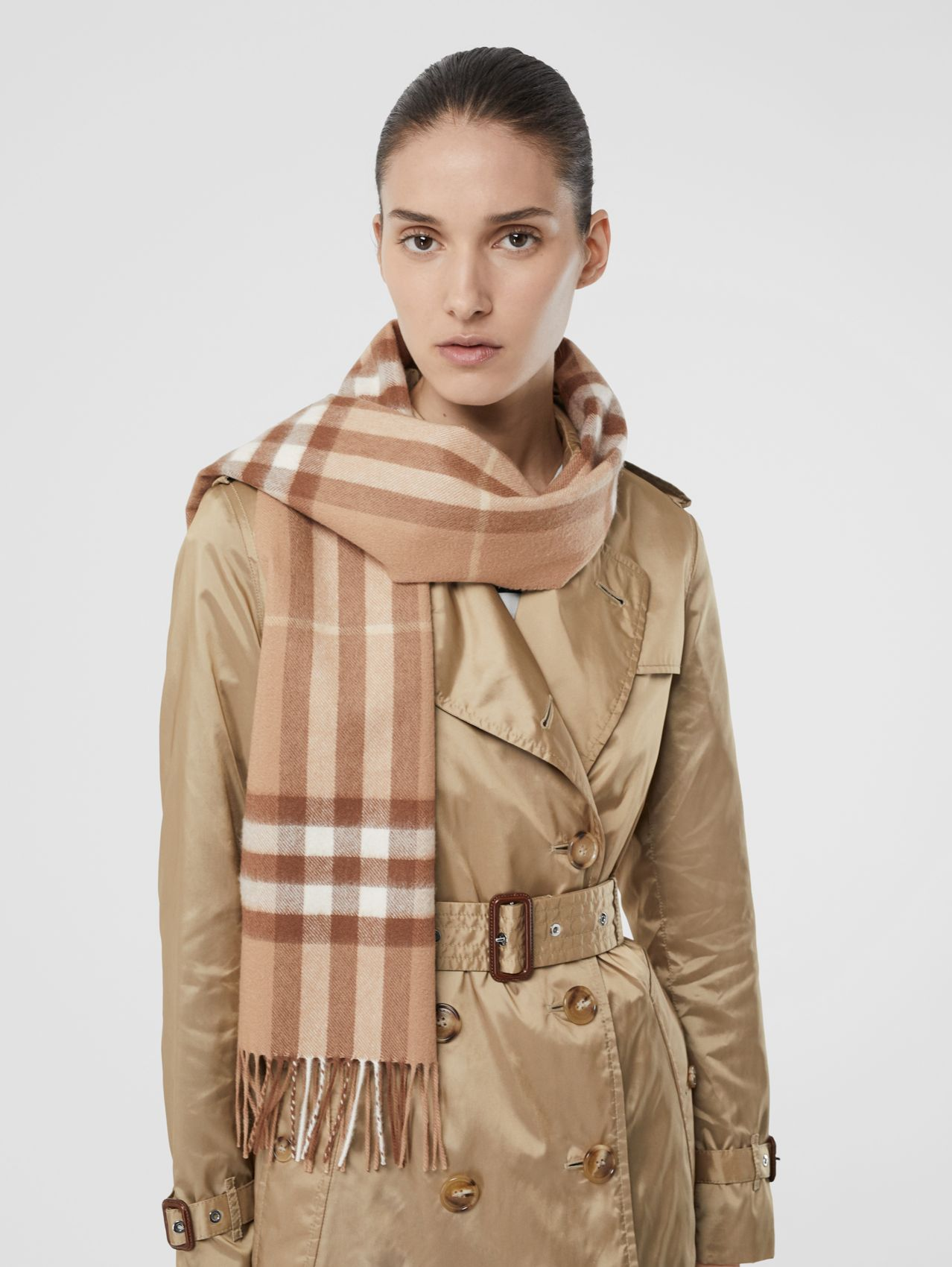 The Classic Check Cashmere Scarf (Mid Camel)