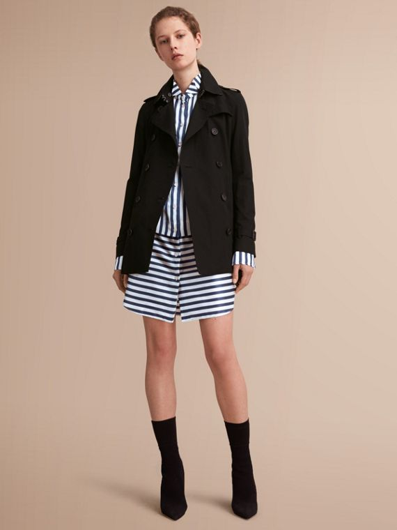 The Kensington – Short Heritage Trench Coat in Black - Women | Burberry Singapore