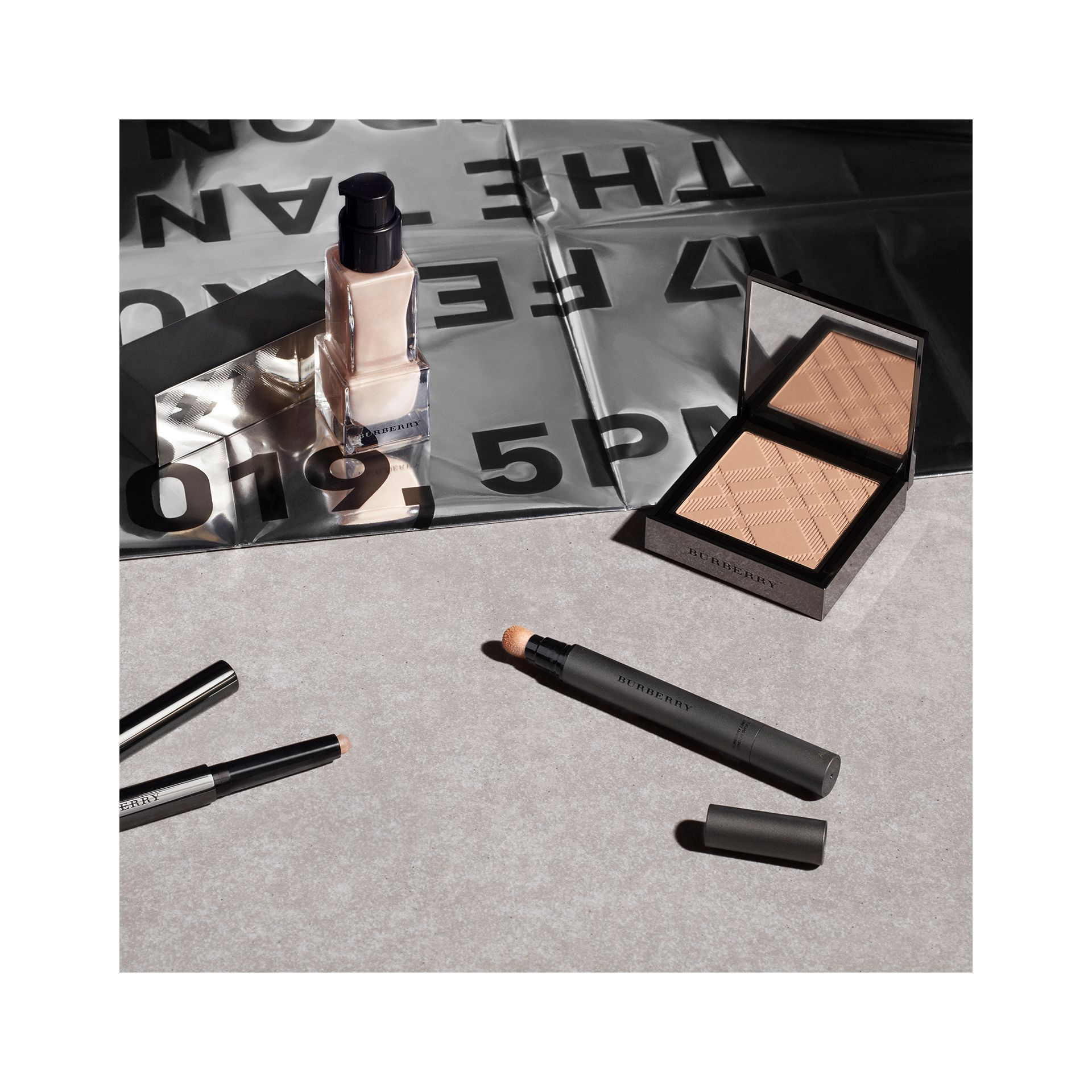 Burberry Cashmere Concealer – Porcelain No.01 - Women | Burberry United Kingdom - gallery image 3