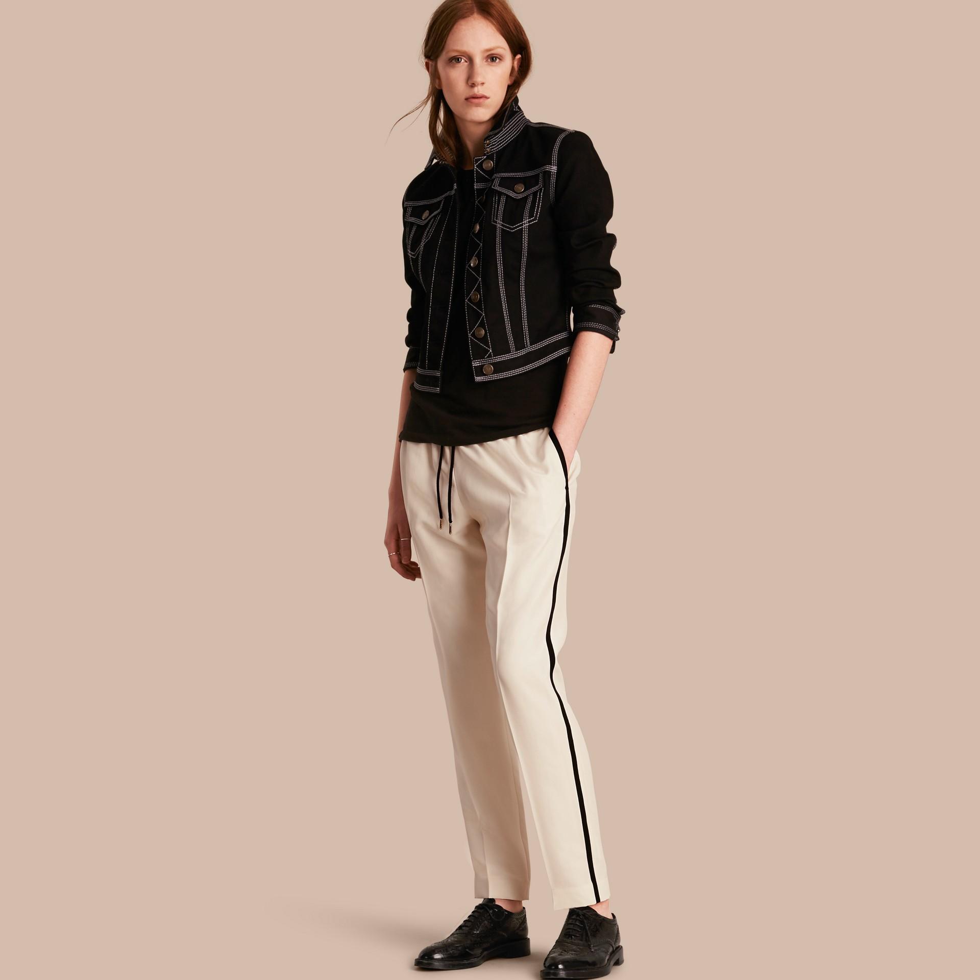 Parchemin Pantalon de survêtement ajusté en soie - photo de la galerie 1