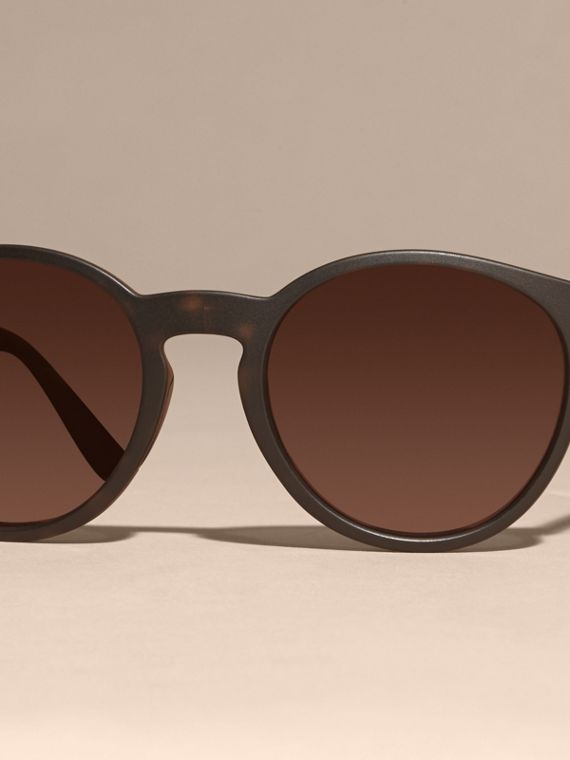 Folding Round Frame Sunglasses in Tortoise Shell - cell image 2