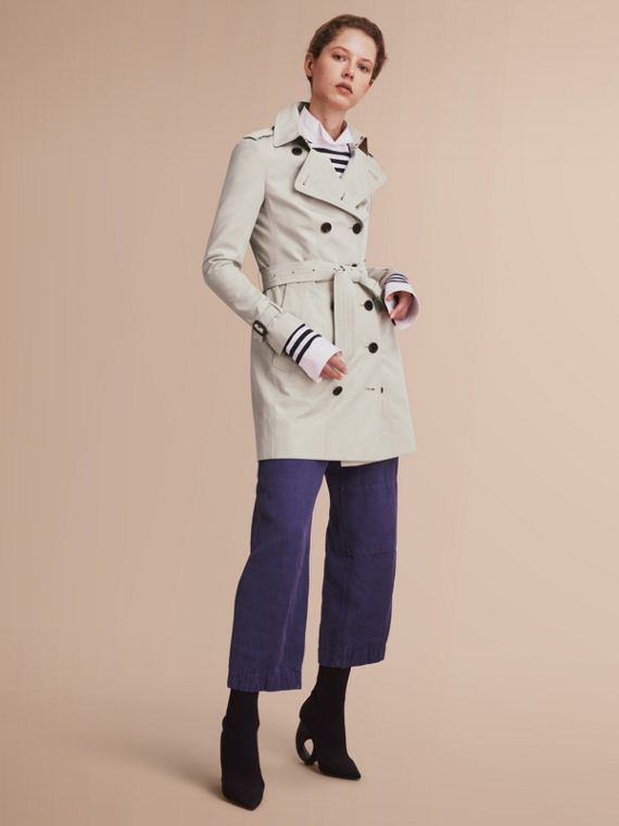 The Sandringham – Mid-Length Heritage Trench Coat in Stone - Women | Burberry