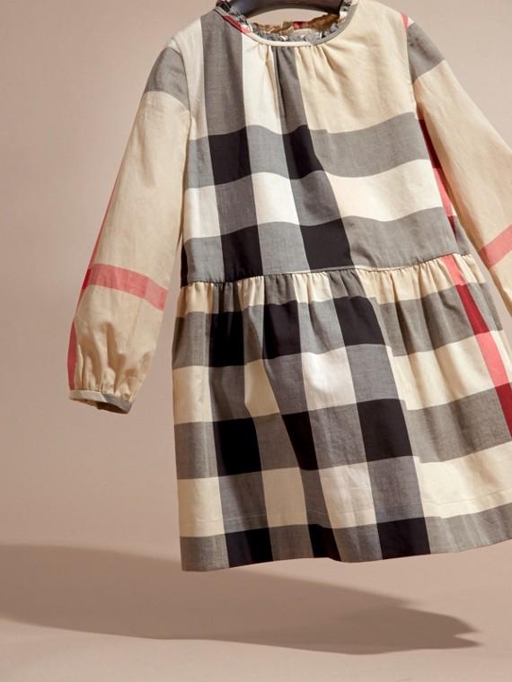New classic check Vestido de algodão com estampa xadrez e detalhe franzido New Classic Check - cell image 2