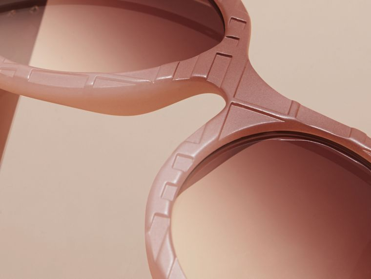 Pale rose 3D Check Round Frame Sunglasses Pale Rose - cell image 1