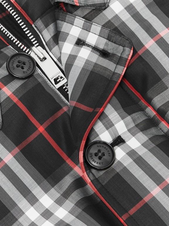 Jaqueta acolchoada de plumas com capuz em Vintage Check (Preto) | Burberry - cell image 1