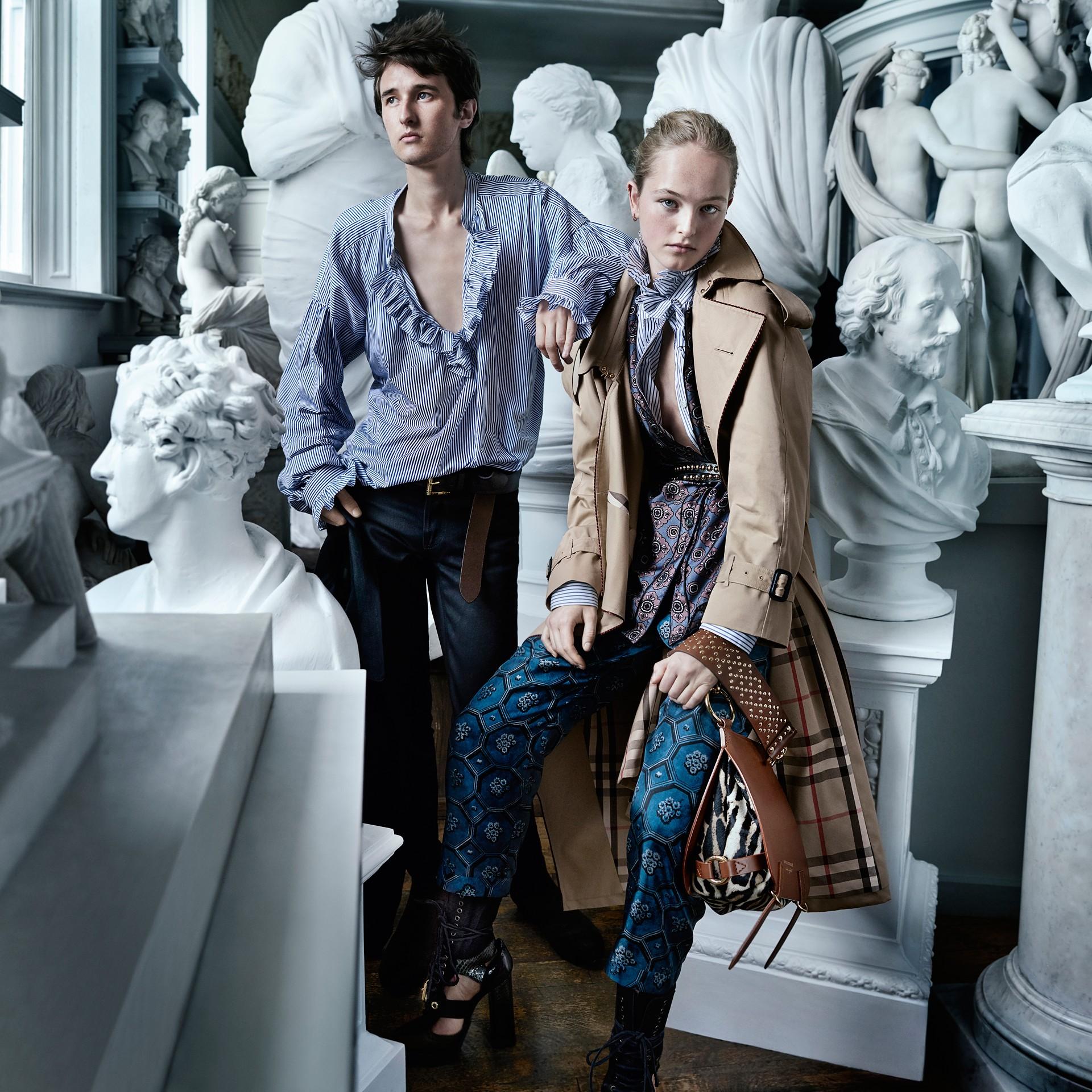 Blu minerale scuro Pantaloni leggermente corti in twill di seta in stile pigiama con stampa geometrica tipo tappezzeria Blu Minerale Scuro - immagine della galleria 7