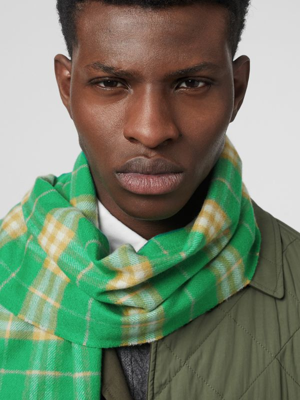 The Classic Vintage Check Cashmere Scarf in Tourmaline Green | Burberry Australia - cell image 3