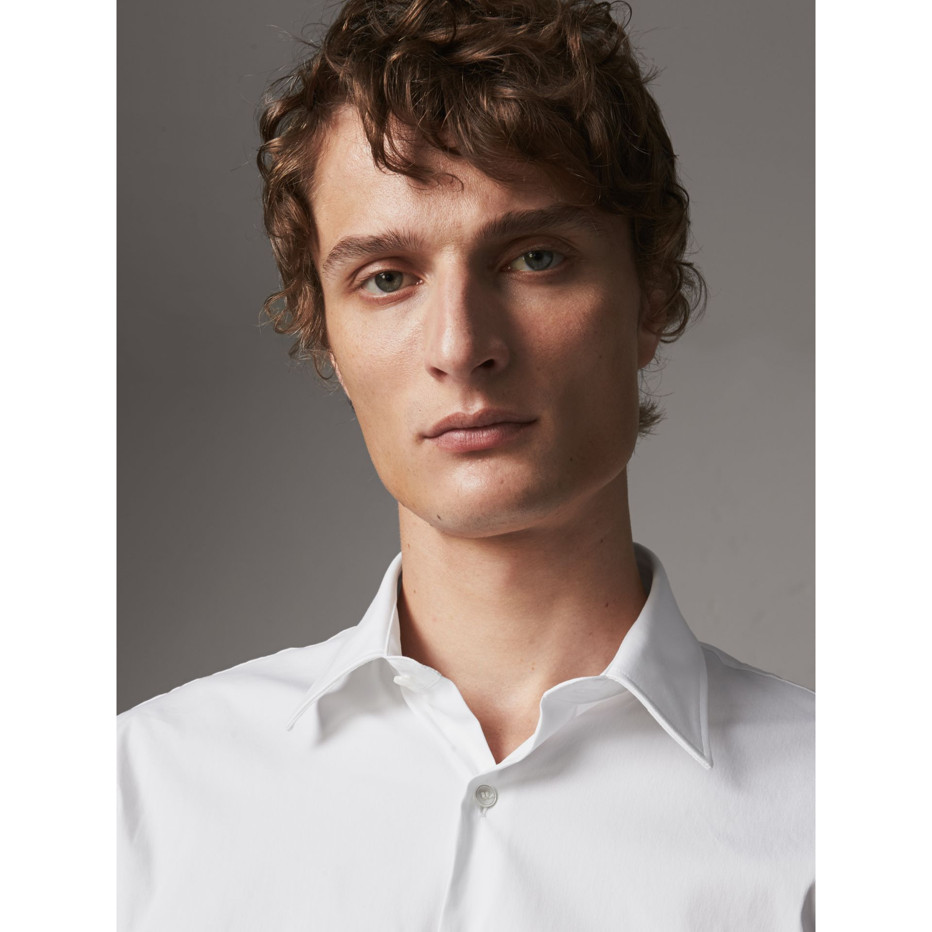 Modern Fit Short-sleeved Stretch Cotton Shirt in White - Men | Burberry - gallery image 5