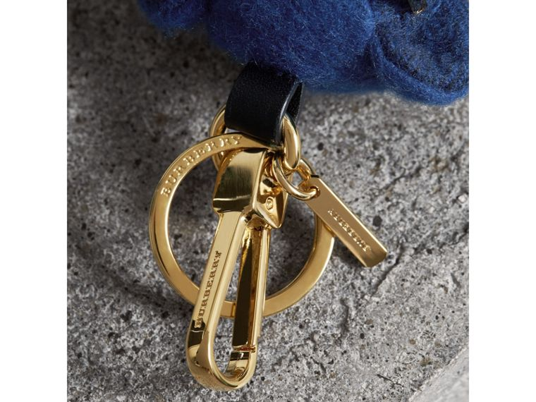 Bijou porte-clés Thomas Bear en tenue de plage (Bleu Officier) | Burberry - cell image 1