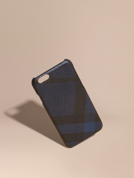 Capa para iPhone 7 com estampa London Check (Azul Marinho/preto)