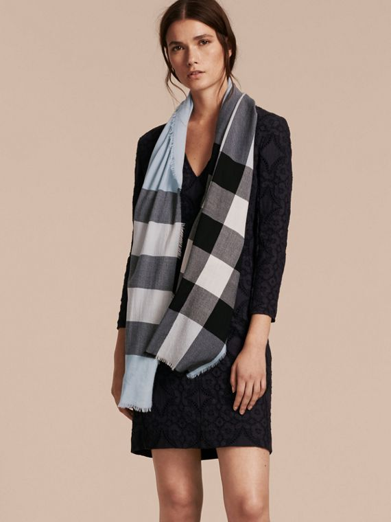 The Lightweight Cashmere Scarf in Check in Dusty Blue - cell image 2
