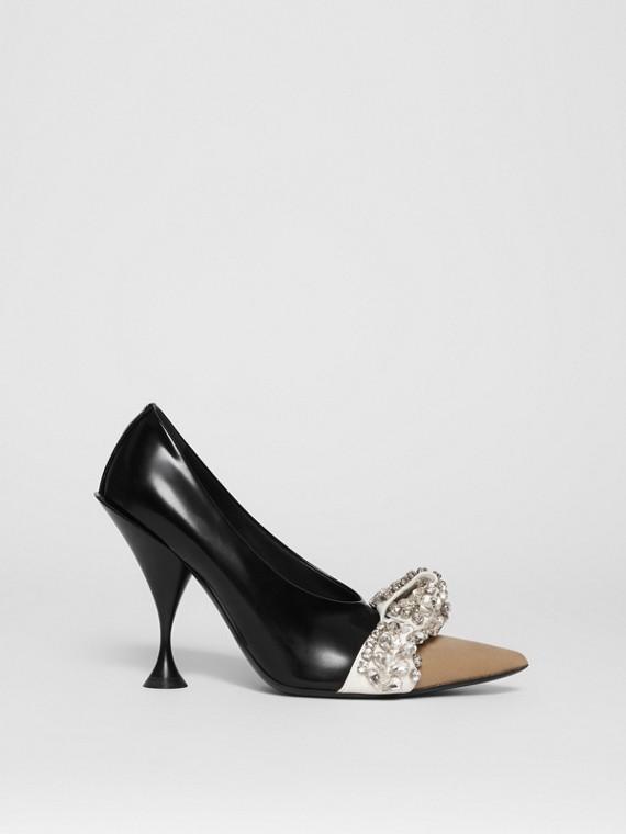 Zapatos de salón en piel y ante con puntera de pico y detalle de cristales (Negro)