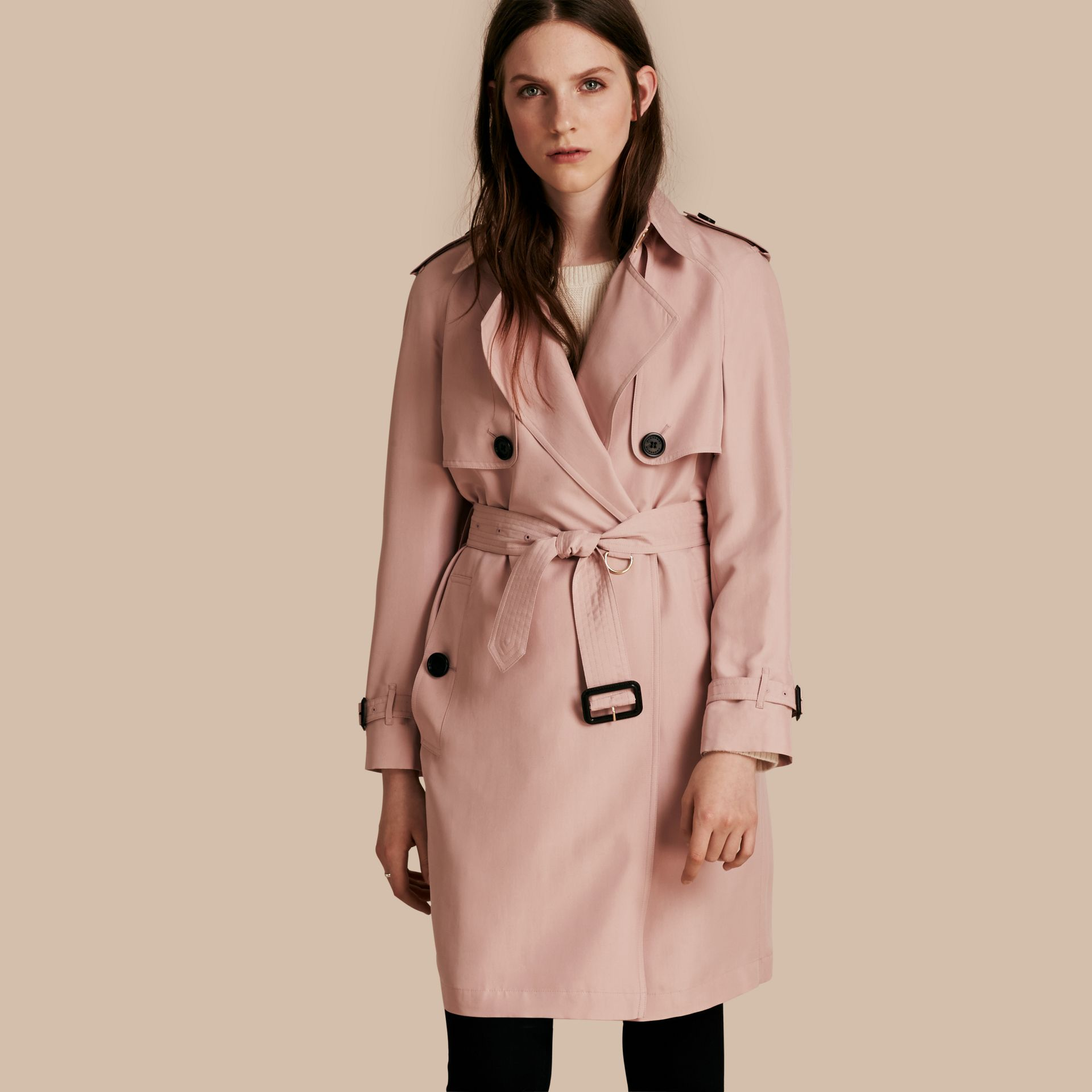 Rose craie Trench-coat portefeuille léger en soie flammée - photo de la galerie 1