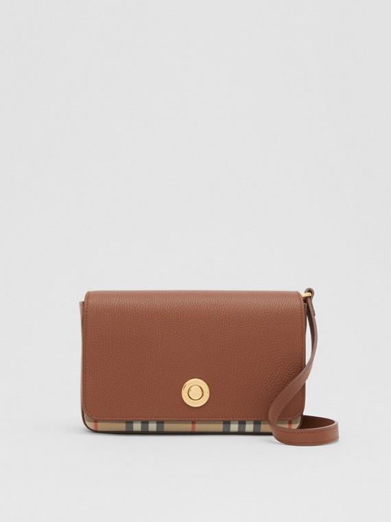 Kleine Crossbody-Tasche aus Leder und Vintage Check-Gewebe (Hellbraun)