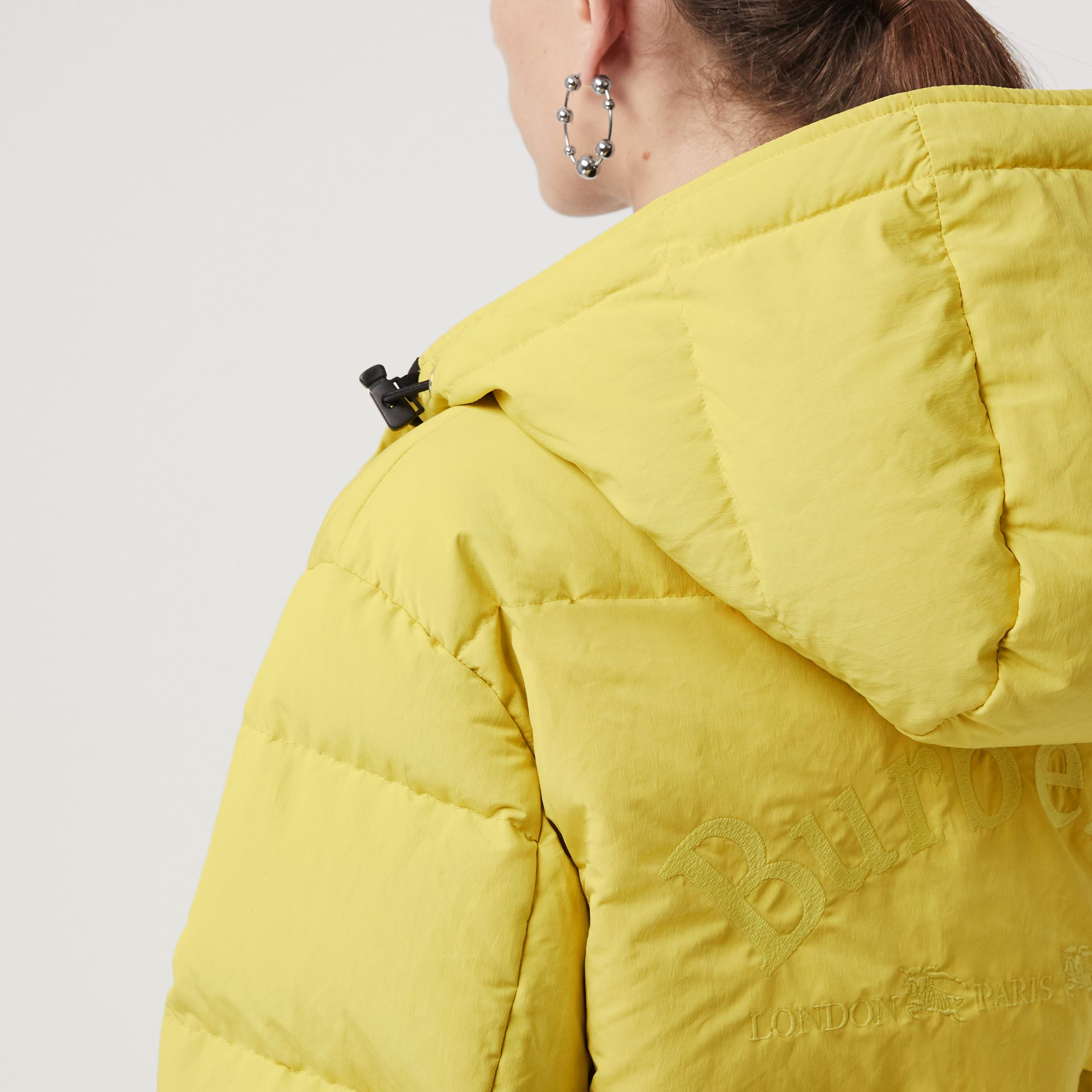 Archive Logo Down-filled Hooded Puffer Jacket in Dandelion - Women | Burberry Hong Kong - gallery image 4
