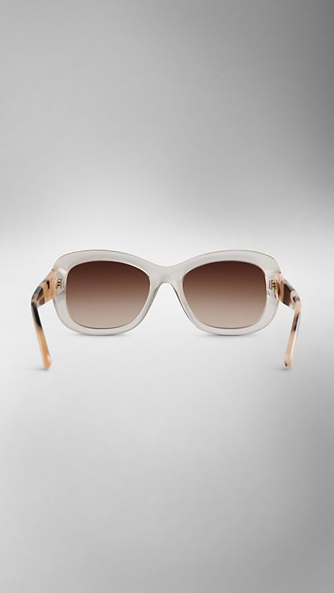 Clear horn Trench Collection Round Frame Sunglasses - Image 3