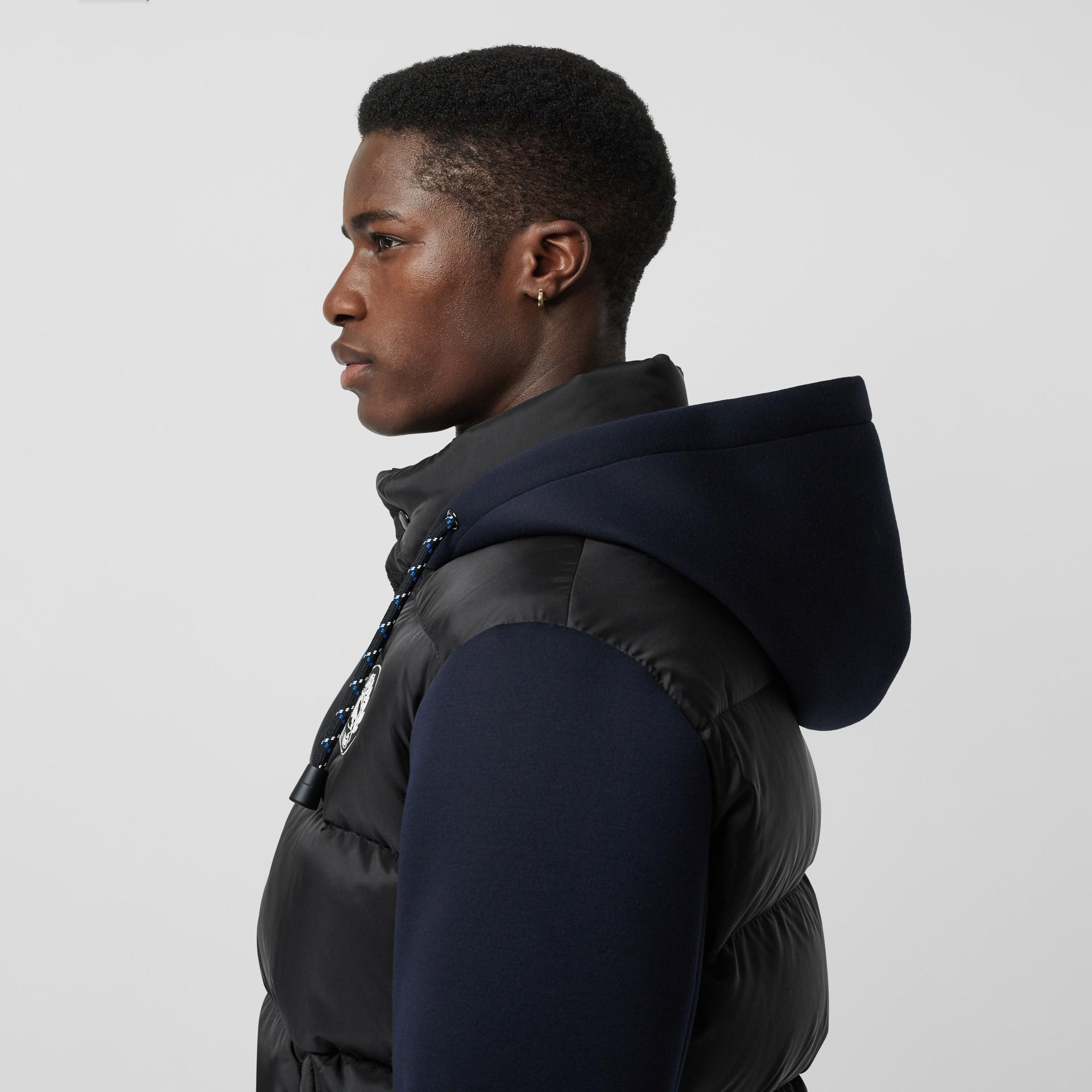 Jaqueta em neoprene acolchoada com capuz (Preto) - Homens | Burberry - galeria de imagens 1