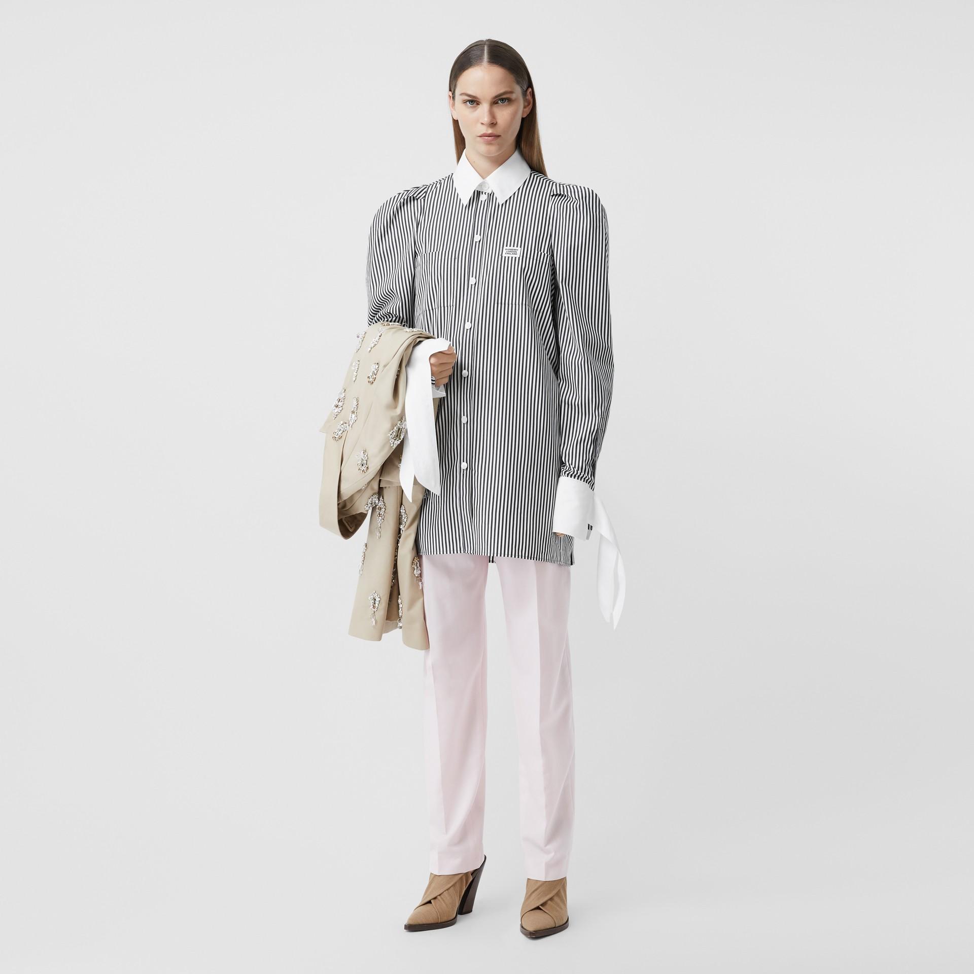 Vestido estilo camisa de popeline de algodão listrado com etiqueta de logotipo (Preto) - Mulheres | Burberry - galeria de imagens 0