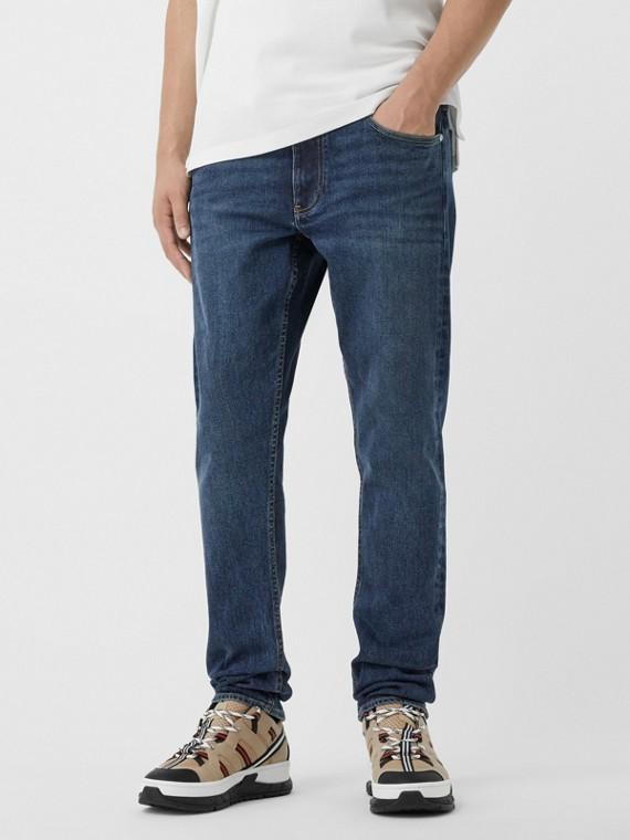 Узкие джинсы из денима с эффектом винтажа (Темный Индиго)