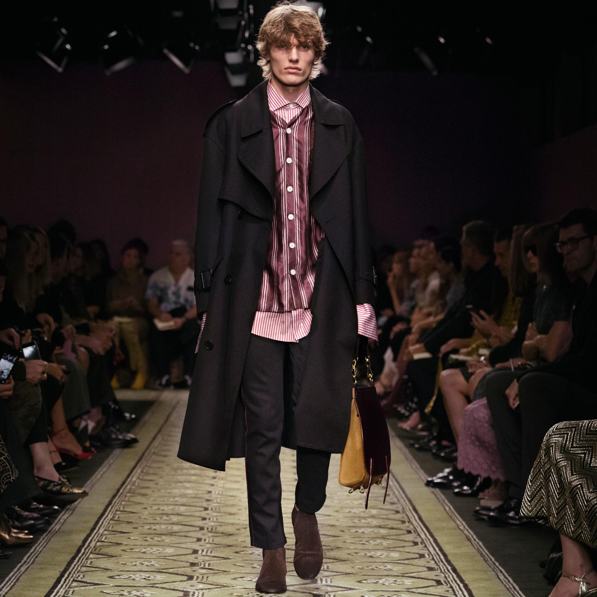 Nero Trench coat in twill di lana dal taglio comodo - immagine della galleria 9