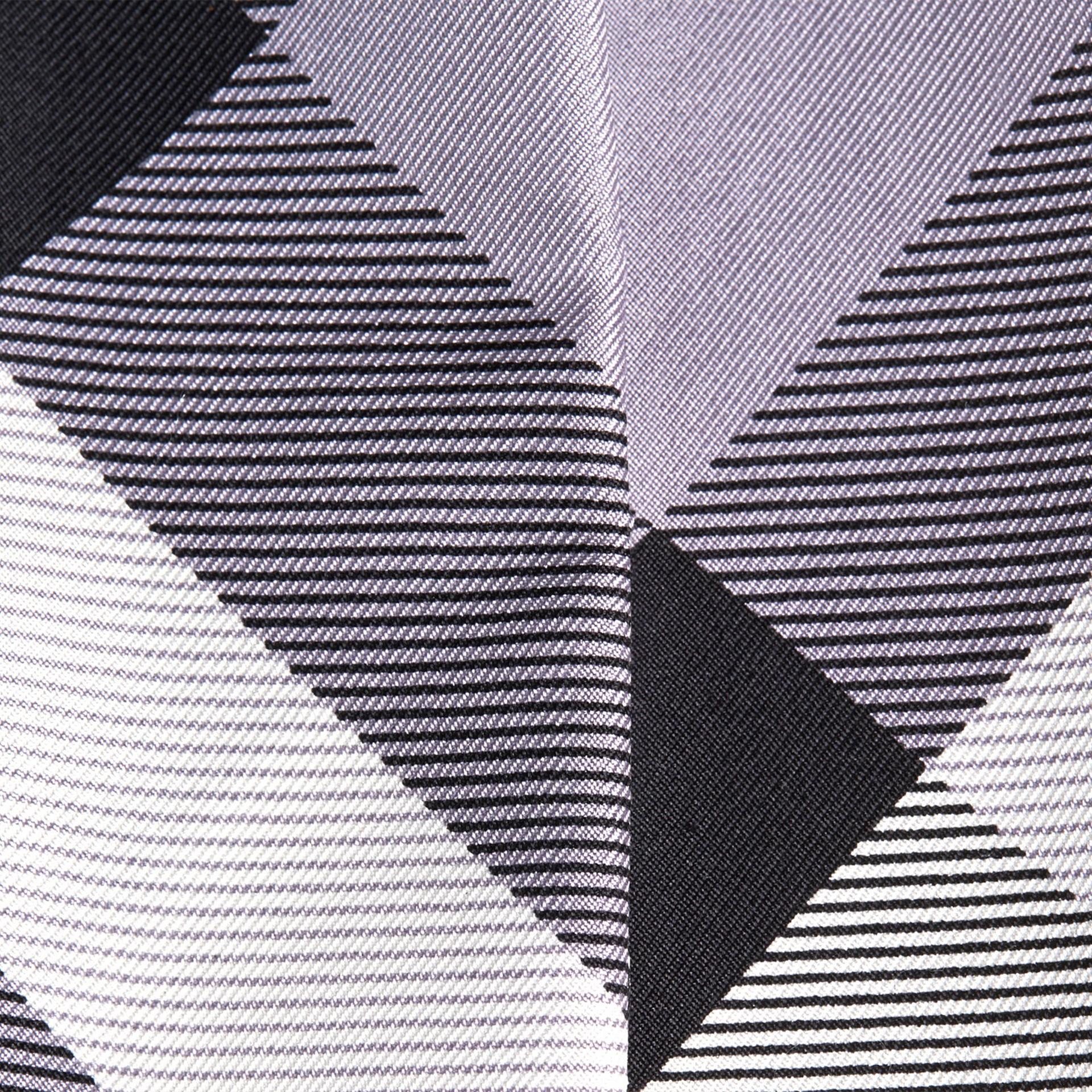 Lilas Foulard étroit en soie à imprimé check Lilas - photo de la galerie 2