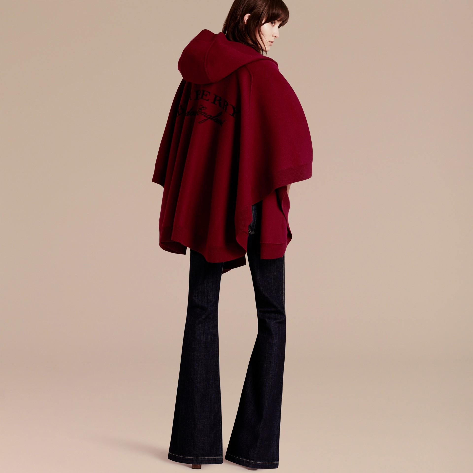 Rouge intense Poncho à capuche en laine et cachemire mélangés Rouge Intense - photo de la galerie 3