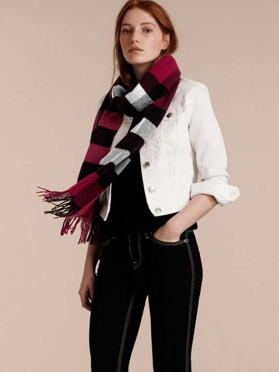 The Large Classic Cashmere Scarf in Check in Plum | Burberry Canada - cell image 2