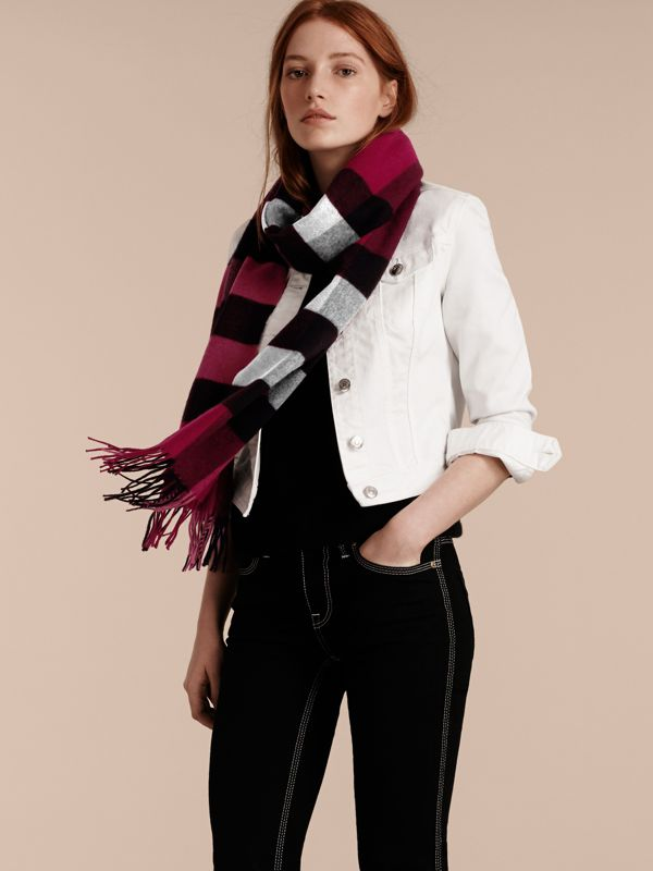 The Large Classic Cashmere Scarf in Check in Plum | Burberry - cell image 2