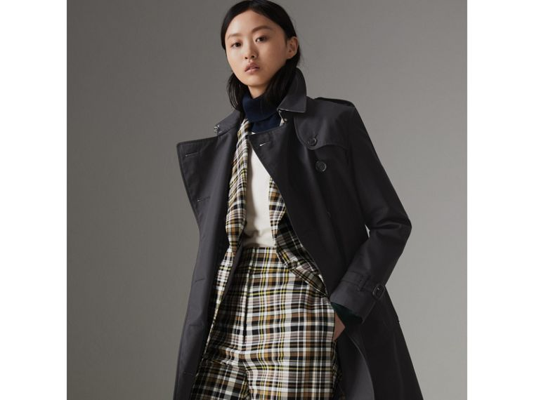 The Long Kensington Heritage Trench Coat in Midnight - Women | Burberry Singapore - cell image 4
