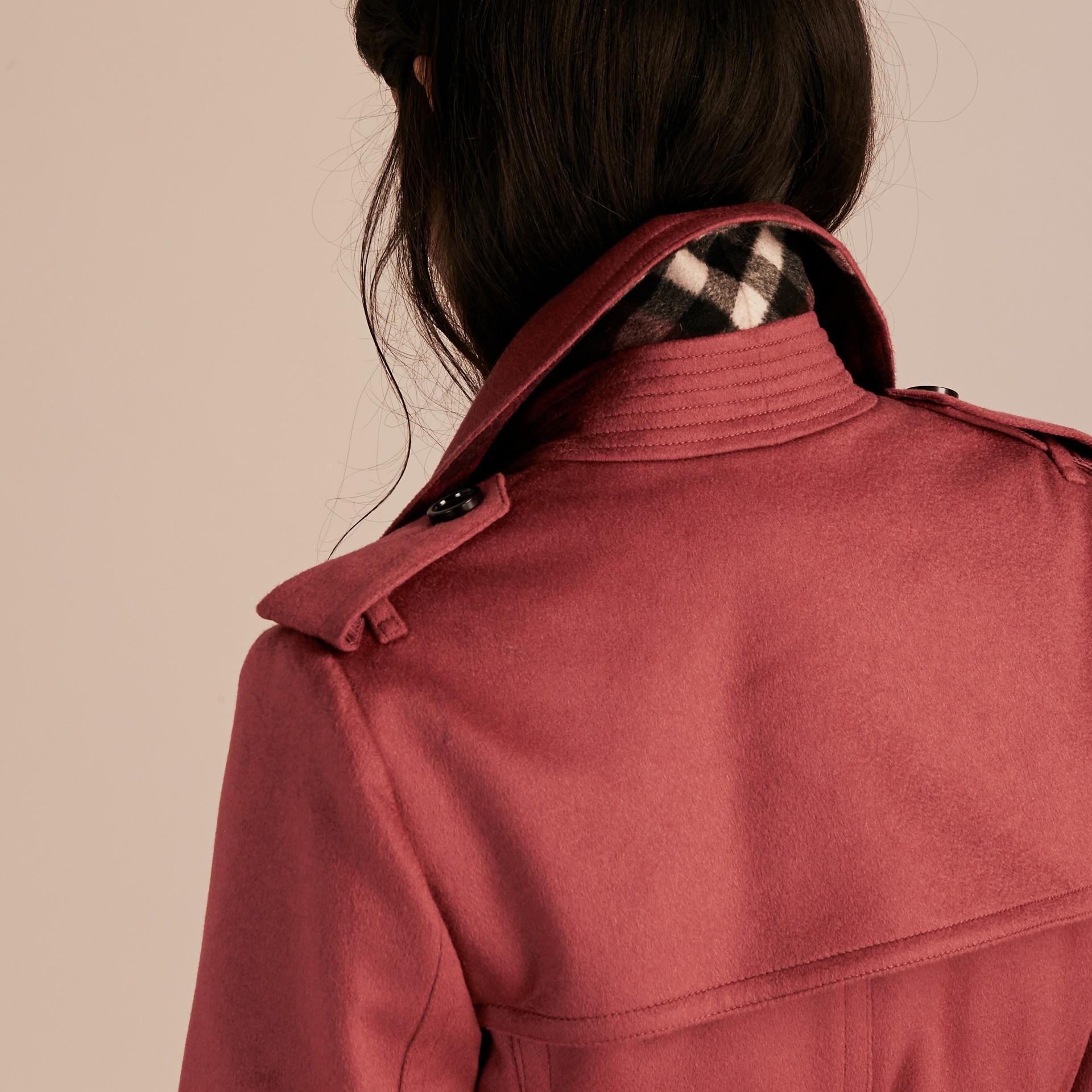 Rose pivoine cendrée Trench-coat portefeuille en cachemire Rose Pivoine Cendrée - photo de la galerie 6