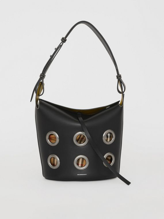 The Medium Bucket Bag aus Leder mit Ösendetails (Schwarz)