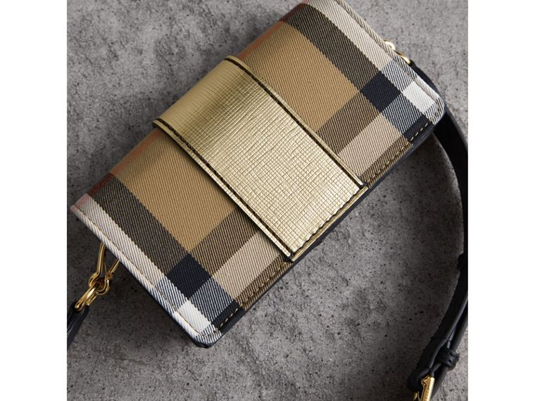 Borsa The Buckle piccola con motivo House check e pelle (Oro) - Donna | Burberry - cell image 4