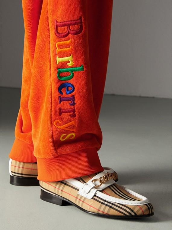 Pantalones deportivos en felpa rizada con logotipo vintage (Mandarina)