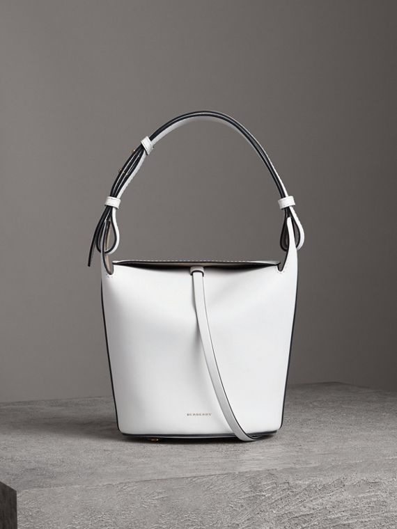 Petit sac The Bucket en cuir (Blanc Craie)