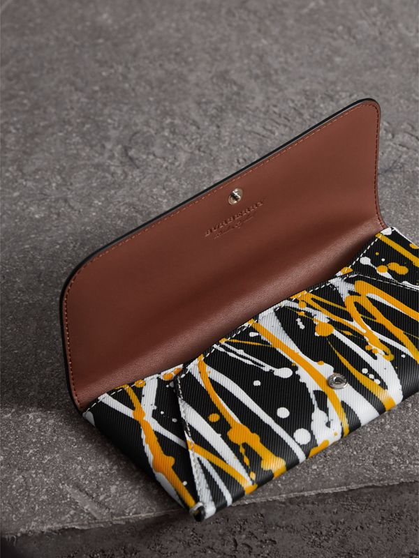 Splash Trench Leather Envelope Wallet in Black/tan - Women | Burberry - cell image 3