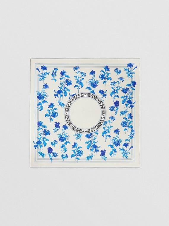 花朵和標誌圖案絲質方巾 (淡藍色)