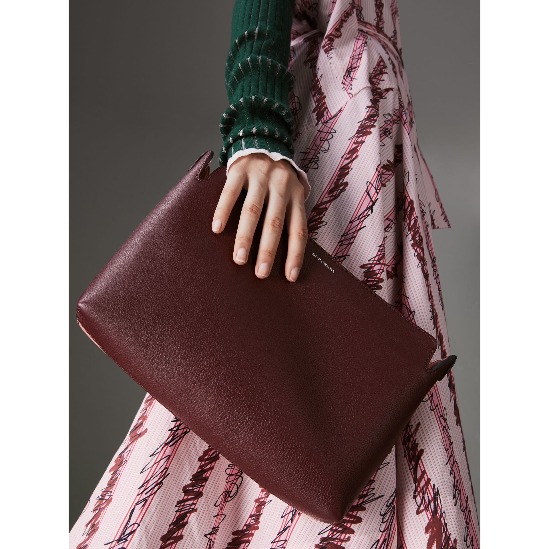 Medium Tri-tone Leather Clutch in Deep Claret/dusty Rose | Burberry - gallery image 3