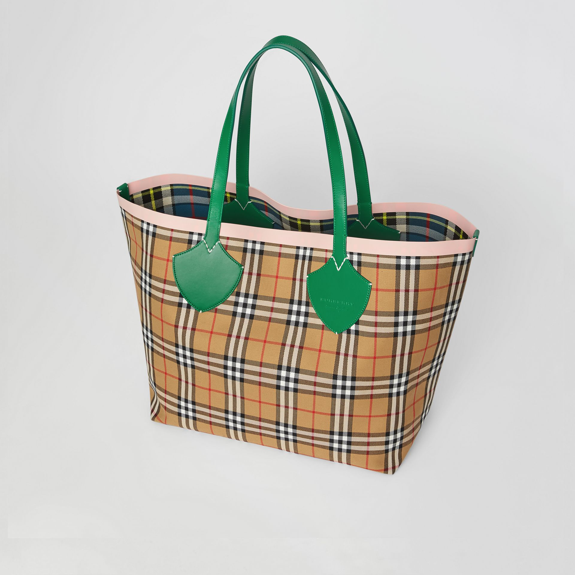 Sac tote The Giant réversible à motif Vintage check (Vert Sombre/abricot Rose) - Femme | Burberry Canada - photo de la galerie 4