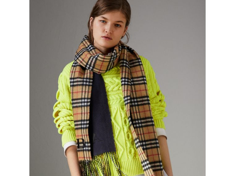 Long Reversible Vintage Check Double-faced Cashmere Scarf in Slate Blue | Burberry United Kingdom - cell image 4