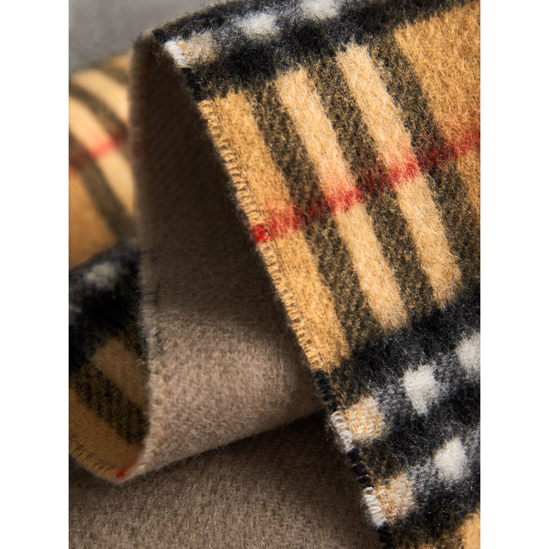 Long Reversible Vintage Check Double-faced Cashmere Scarf in Sandstone | Burberry Australia - gallery image 1