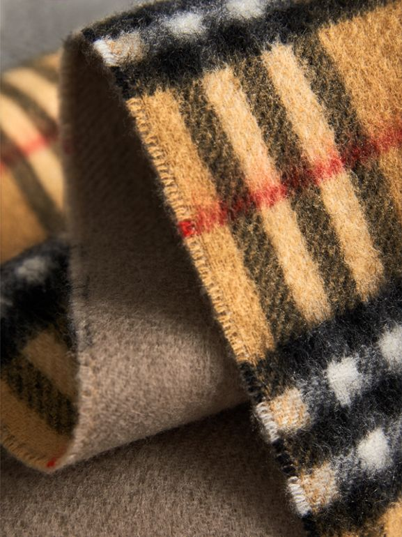 Long Reversible Vintage Check Double-faced Cashmere Scarf in Sandstone | Burberry Australia - cell image 1