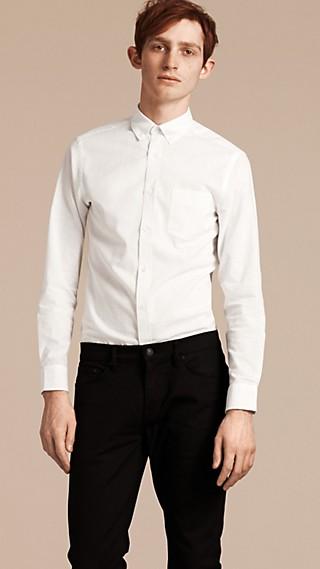 Camisa en lino y algodón con cuello abotonado