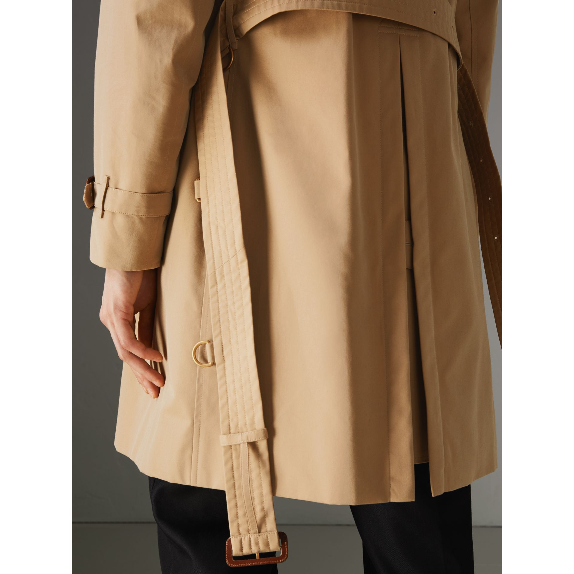 The Kensington Heritage Trench Coat in Honey - Men | Burberry United Kingdom - gallery image 8