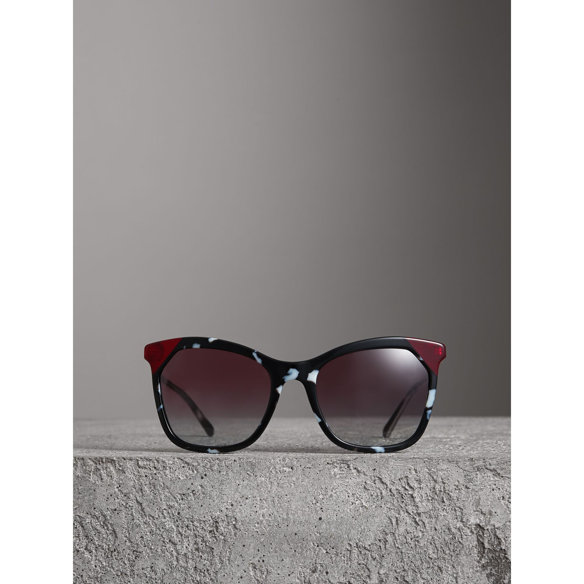 Marble-effect Square Frame Sunglasses in Dark Grey - Women | Burberry - gallery image 3