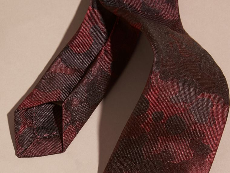 Rosso borgogna Cravatta dal taglio sottile in seta con motivo pittorico - cell image 1