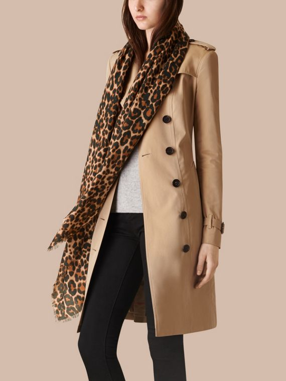 Camel The Lightweight Cashmere Scarf in Animal Print - cell image 2