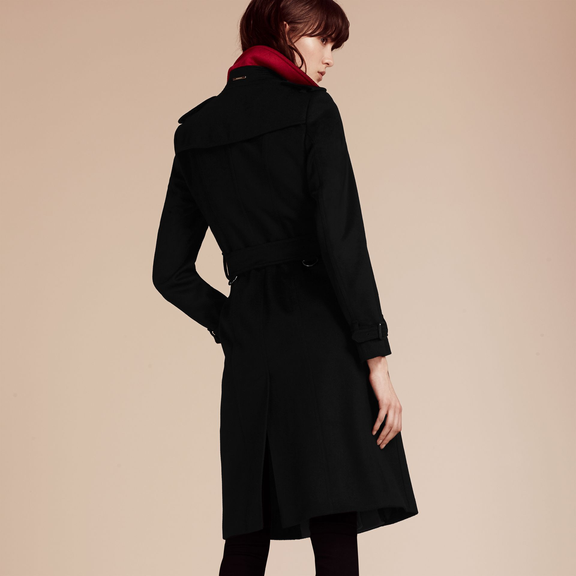 Noir Trench-coat en cachemire de coupe slim - photo de la galerie 4