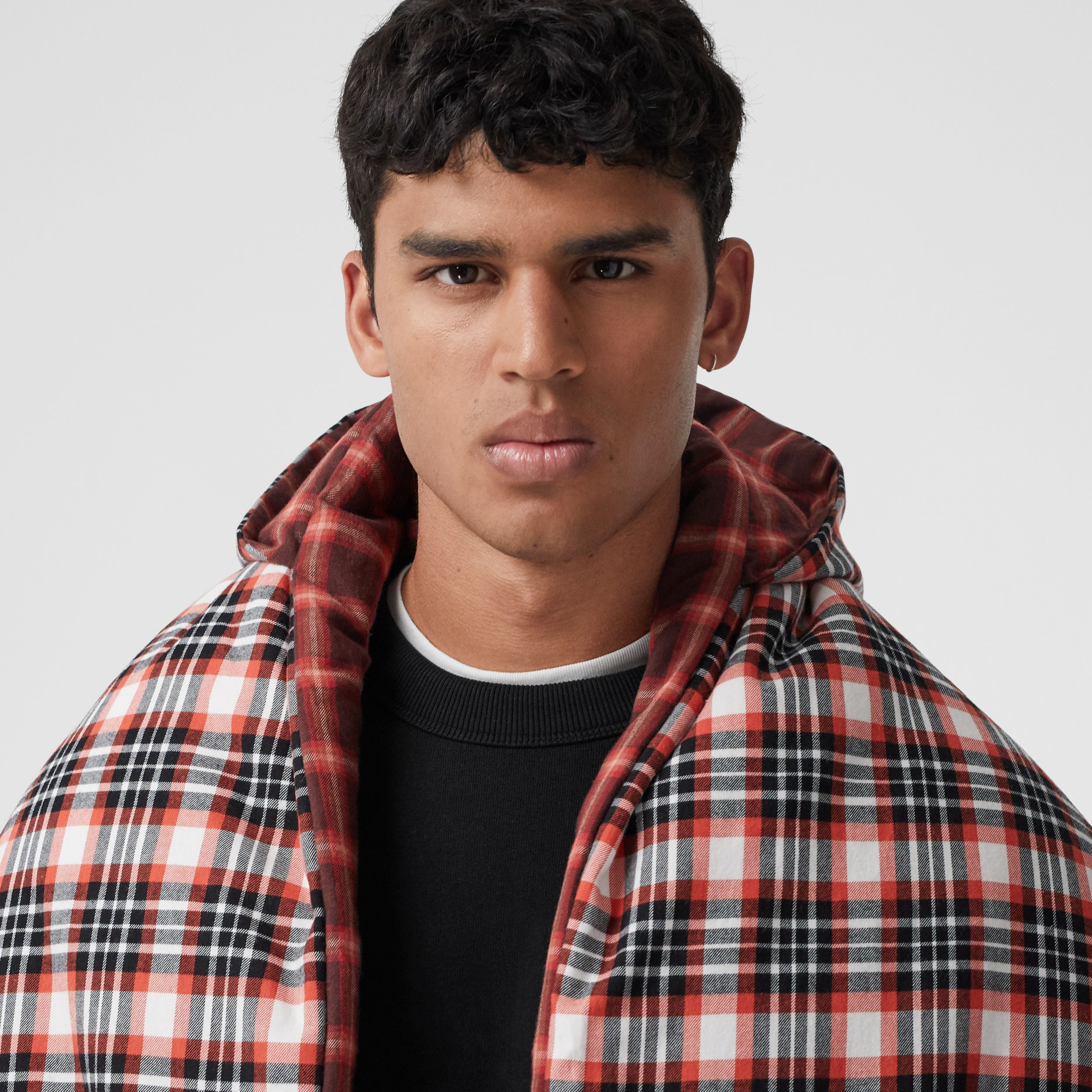 Reversible Tartan Cotton Puffer Poncho in Bright Red | Burberry - 2