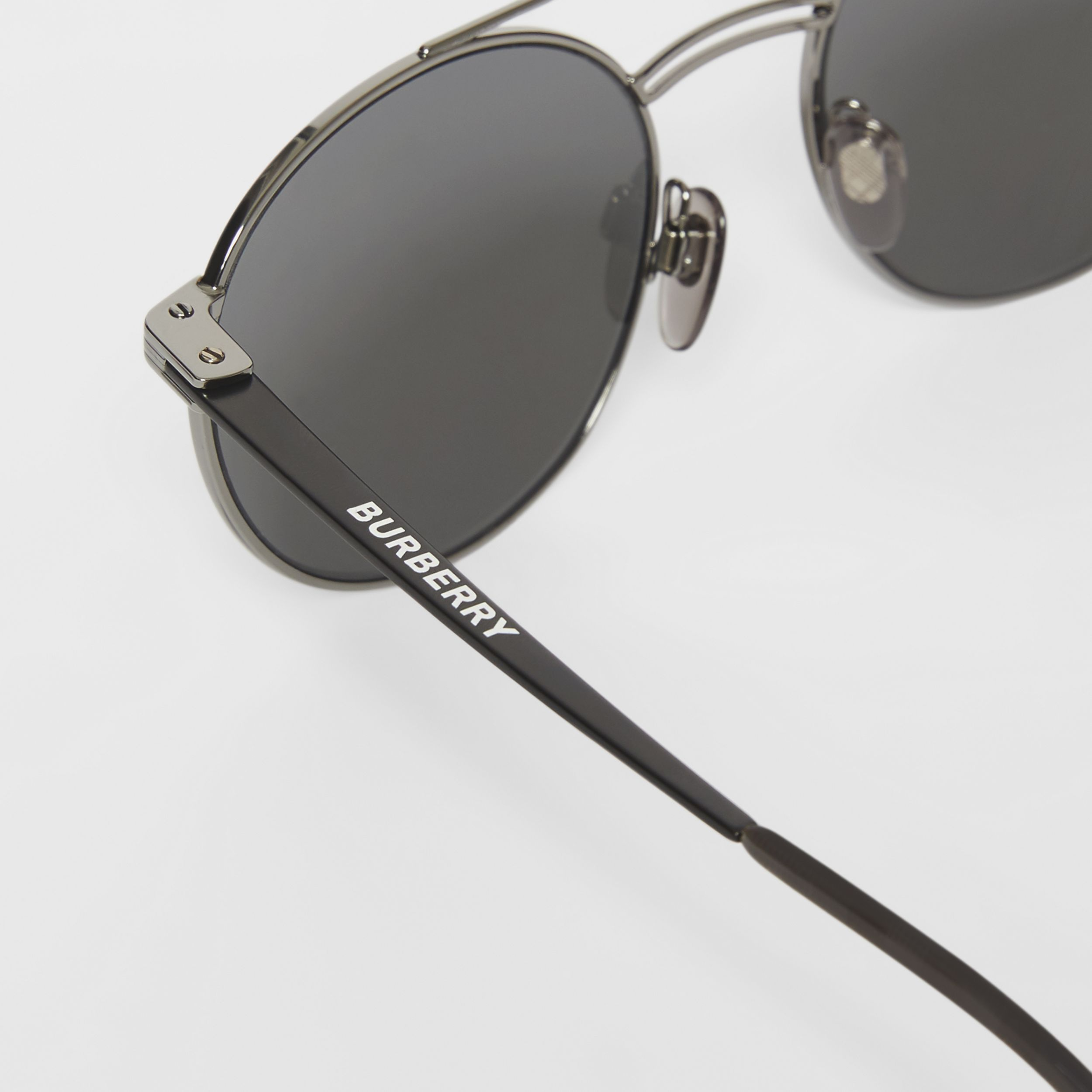 Top Bar Detail Round Frame Sunglasses in Gunmetal/dark Green - Men | Burberry - 2